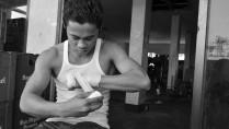 Juanito Hondante putting handwraps