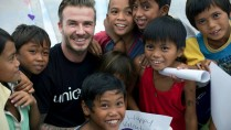 David Beckham visited Yolanda survivors on Valentine's Day. (From UNICEF's official Facebook Page / http://goo.gl/Ia7WeW)